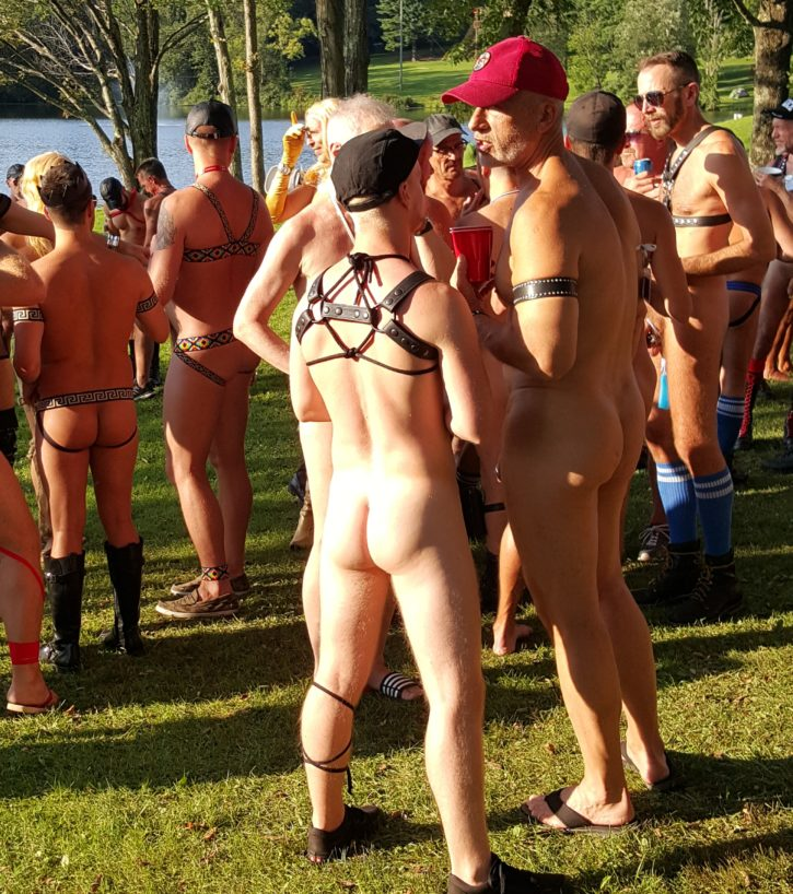 Trainer starts naked exercise class, raises eyebrows